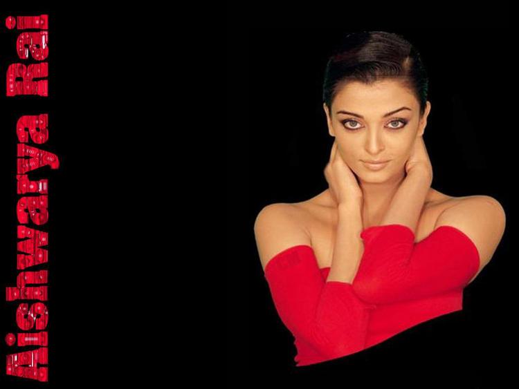 Aishwarya Rai Spicy Look Wallpaper