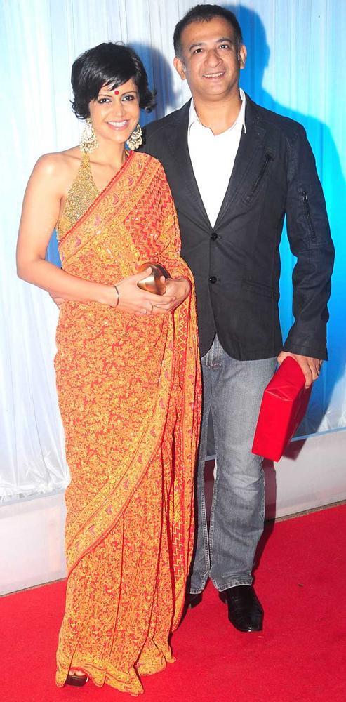 Mandira Bedi With Hubby Raj Kaushal at Esha Deol Wedding Reception