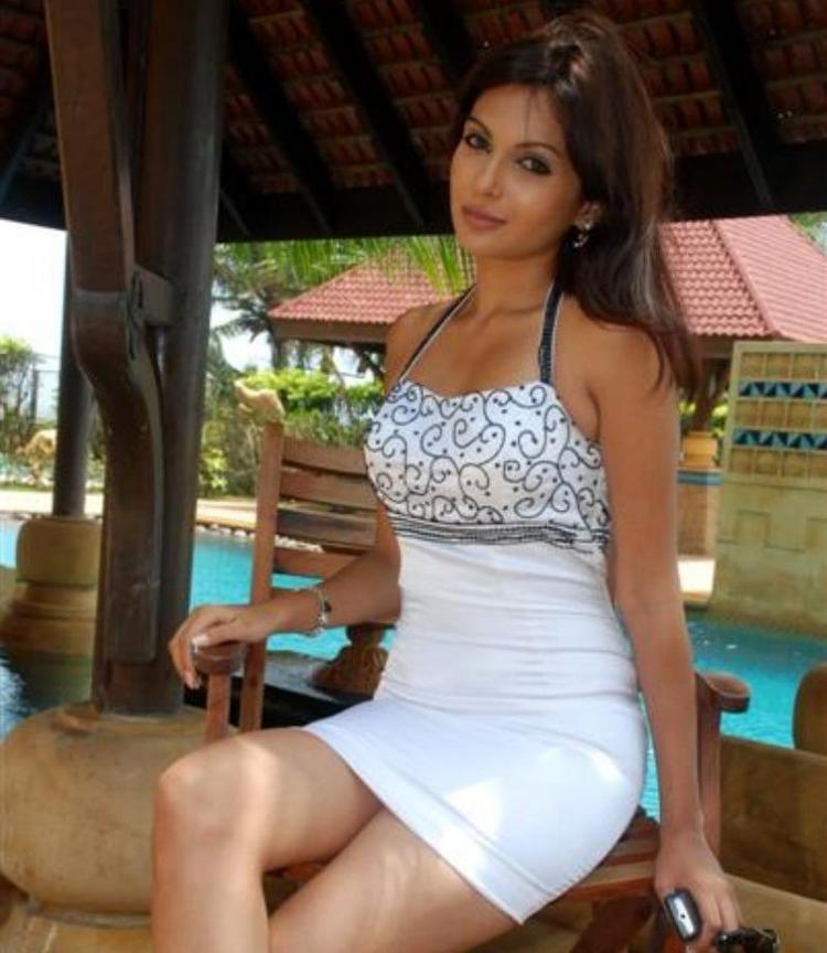 Mrinalini Sharma Sexy Pose Photo Shoot In Tight Dress