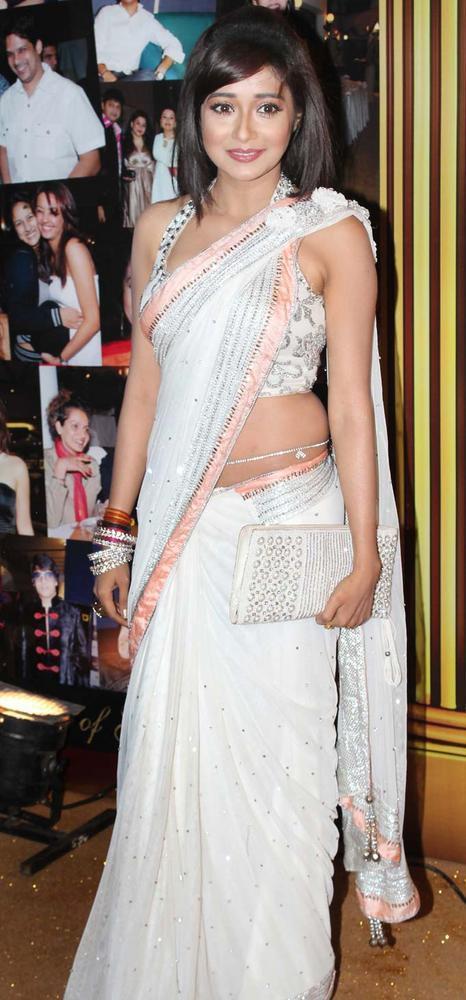Tina Dutta In White Saree At The 5th Boroplus Gold Awards