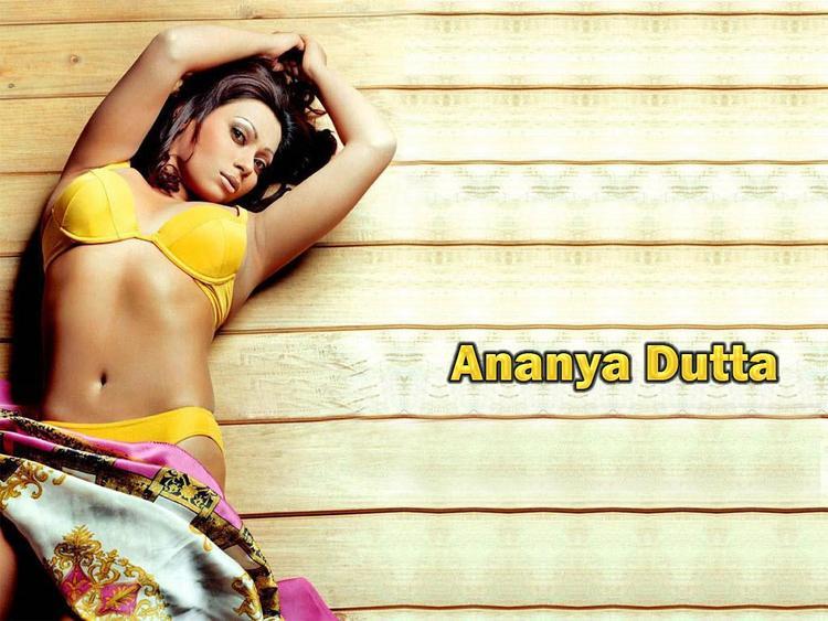 Ananya Dutta Spicy Navel Exposing Wallpaper
