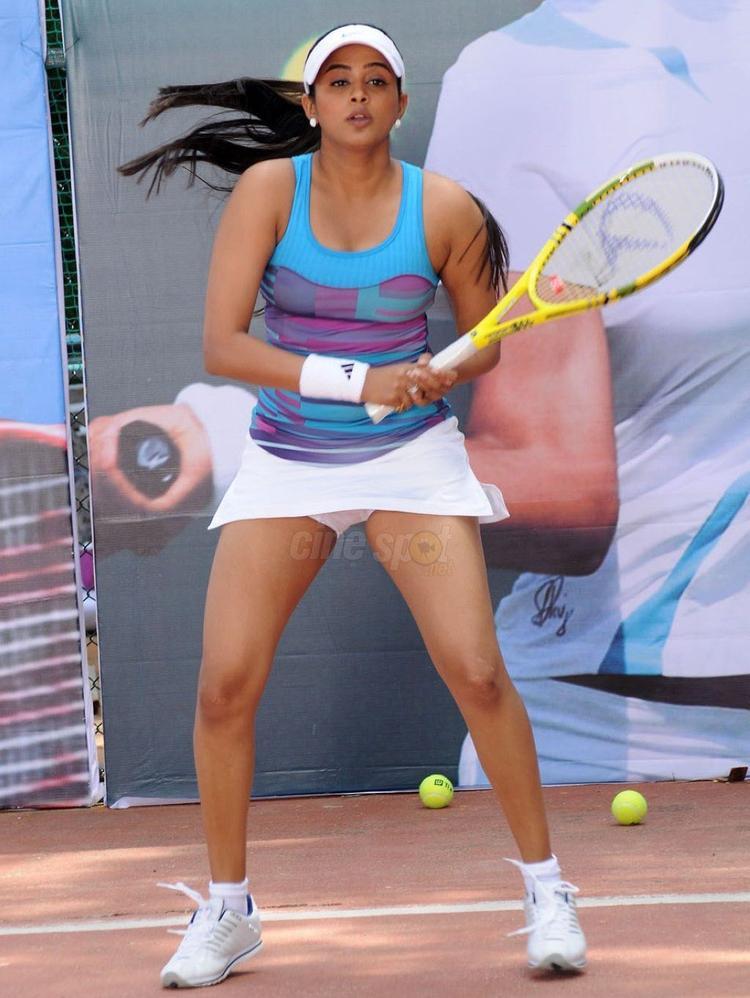 Priyamani Hot Show Playing Tennis