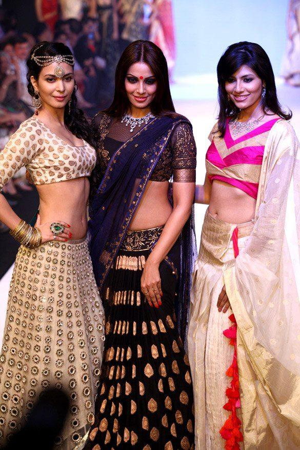 Bipasha,Vanya Mishra and Ankita Shorey Walk The Ramp at IIJW 2012