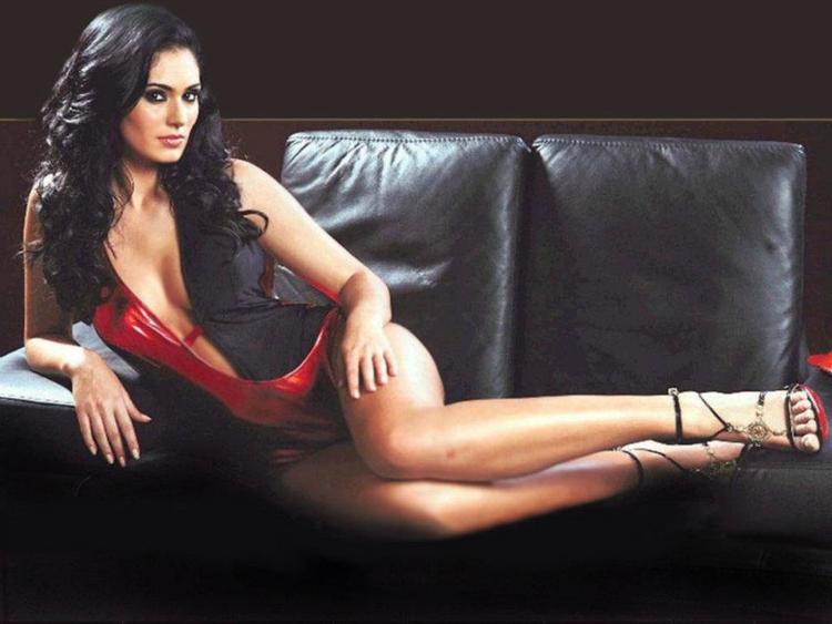 Arab Brazilian Model Bruna Abdullah Exposing Her Sexy Thunder Things