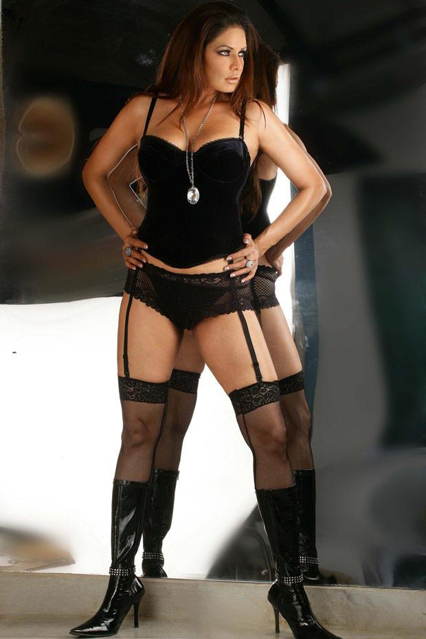 Hot Model Poonam Jhawar Bold Pic