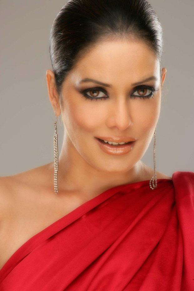 Poonam Jhawar Glazing Eyes Look Still