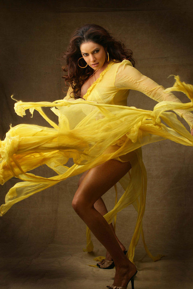 Poonam Jhawar Sexy Legs Pose Hot Photo Shoot