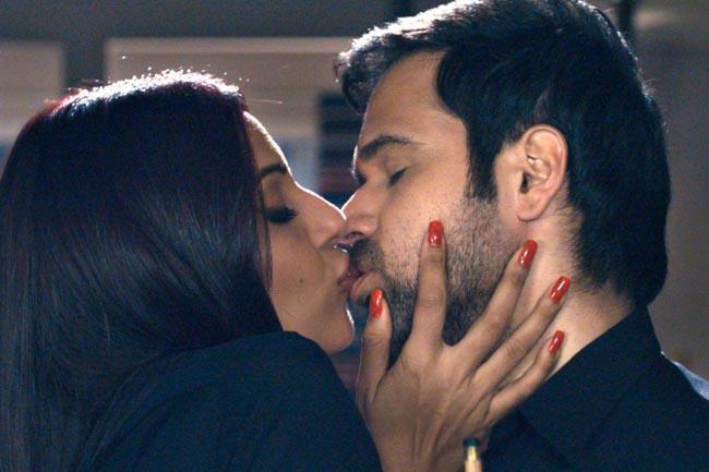 Bipasha and Emraan Hot Lip Lock Still In Raaz 3