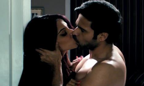 Raaz 3 Movie Latest Hot Kiss Pic