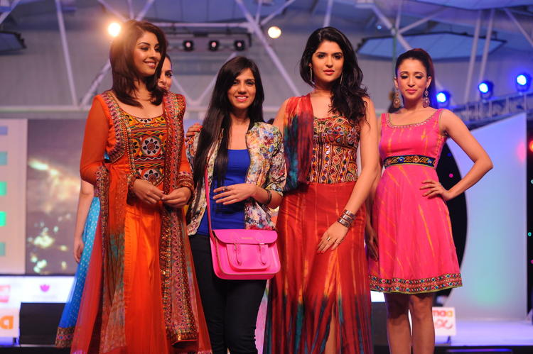 Deeksha Seth Walk With Richa And Nishka Lulla at South Spin Fashion Awards 2012
