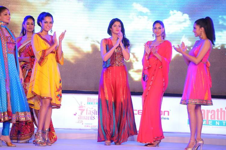 Deeksha Seth Walks The Ramp During South Spin Fashion Awards 2012