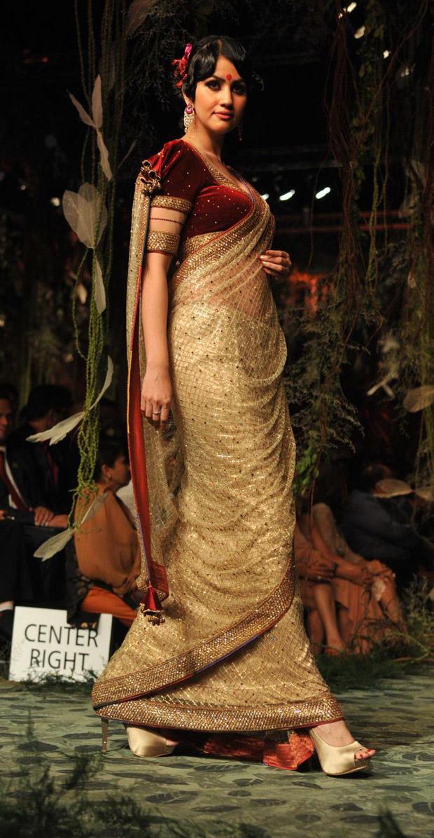 Hot Babe Walked The Ramp at Aamby Valley India Bridal Fashion Week
