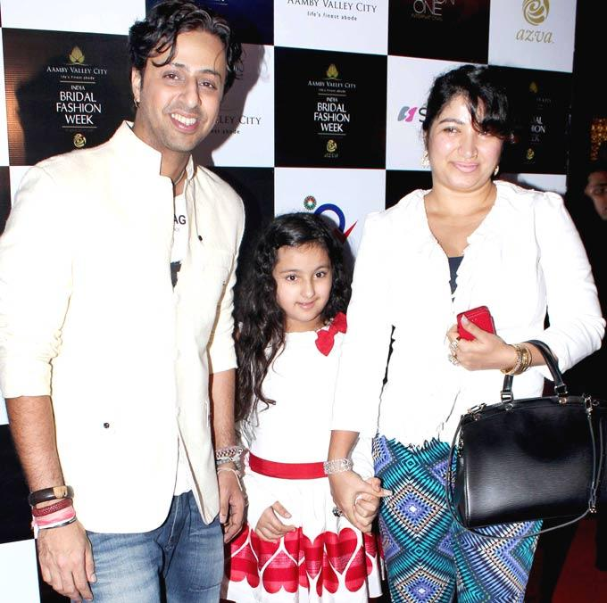 Salim Merchant With Wife and Daughter at AVIBFW 2012 Finale Show