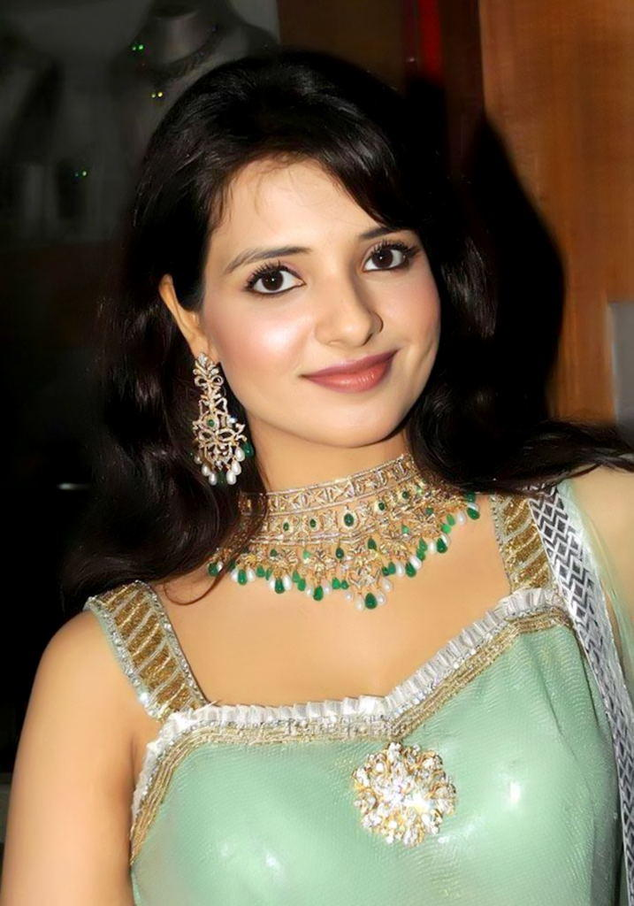 Saloni Awesome Gorgeous Face Look Still