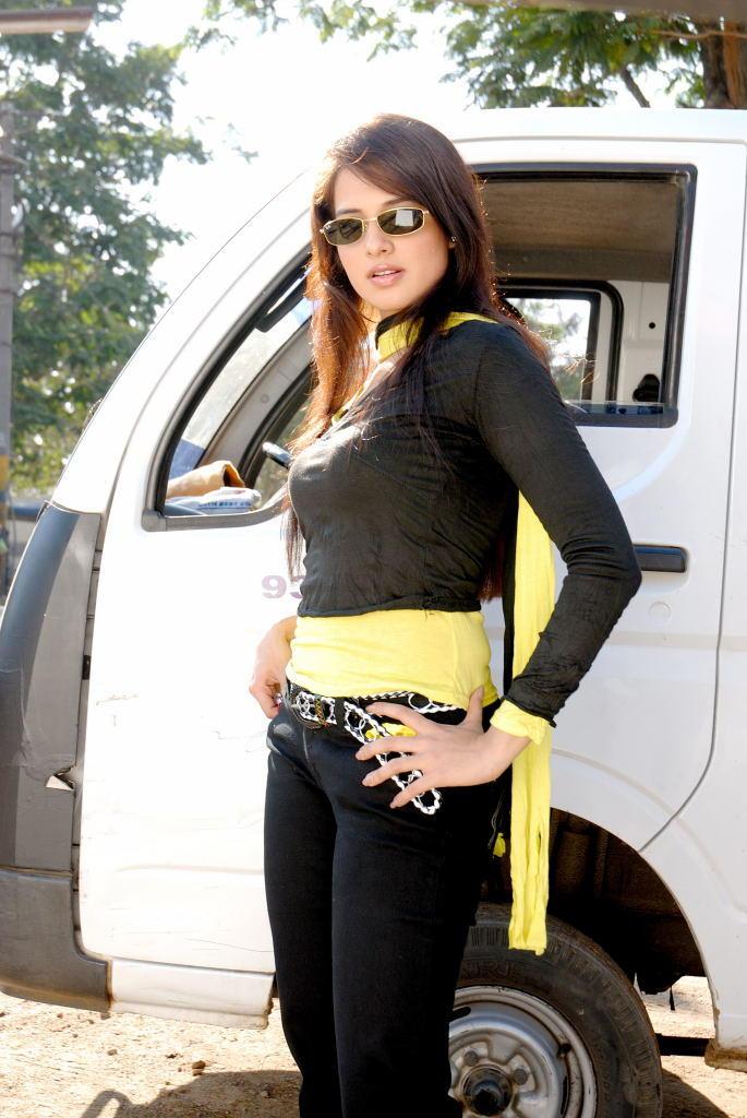 Saloni Stylist Pose Photo Shoot