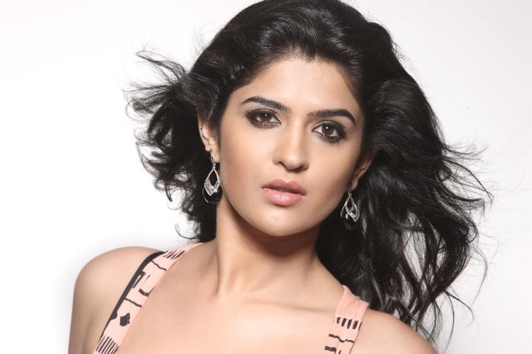 Charming Deeksha Seth Spicy Look Pic