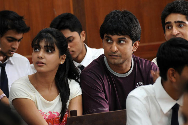 Naveen And Samantha From Yeto Vellipoyindi Manasu Movie