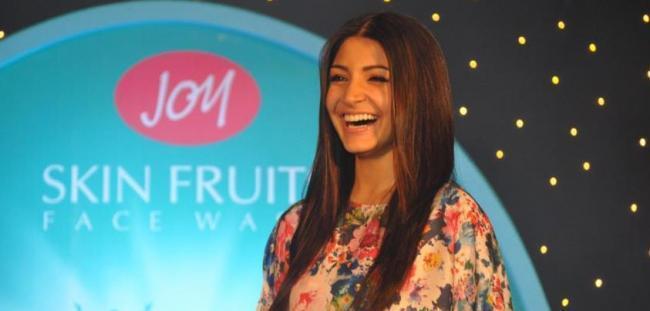 Anushka Sharma Open Smile Pic During Joy Cosmetics Meet Event