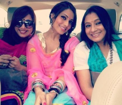 Bipasha With Her Friends At Siddhivinayak Temple In Mumbai