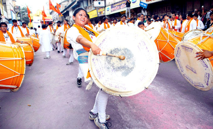 Girl Plays Dhol On The Road