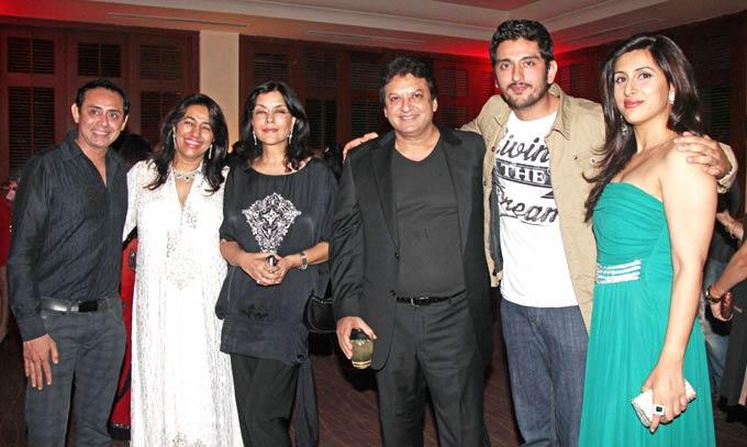 Anu,Shashi With Zeenat And Other Celeb Guests Are In 25th Anniversary Bash Of Shashi And Anu Ranjan