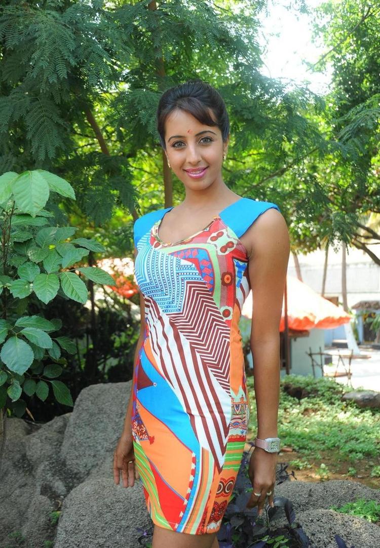 Actress Sanjana Glamour Look Photo Shoot