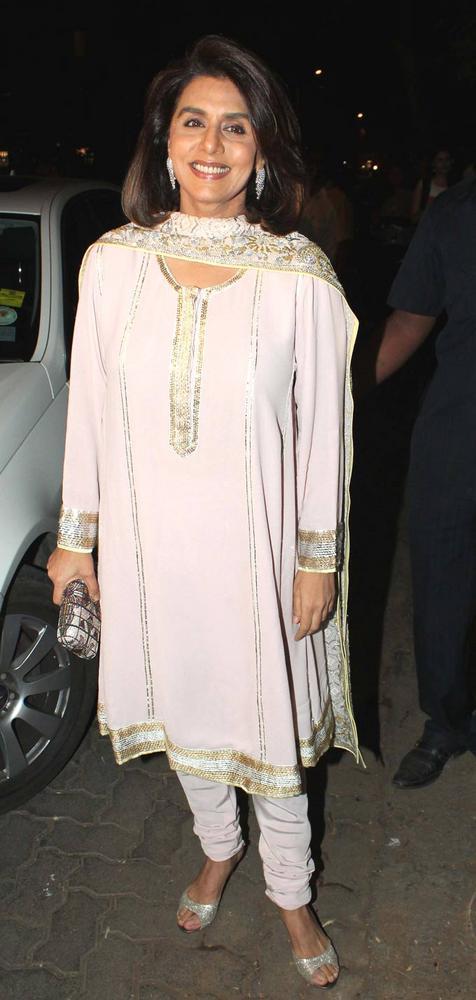 Neetu Smiling Pic At Saif And Kareena Sangeet Ceremony