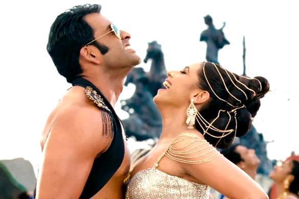 Rani Mukherjee And Prithviraj Hot Dancing still From Aiyya