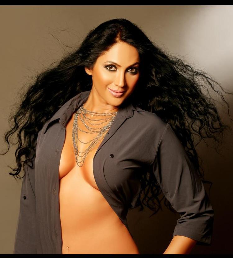 Kalpana Pandit In Open Shirt Super Hot Photo