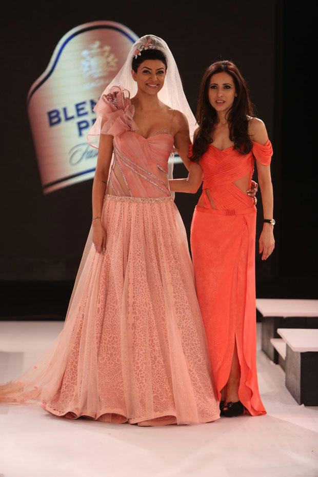 Sushmita With Designer Mandira At The Blenders Pride Fashion Tour 2012