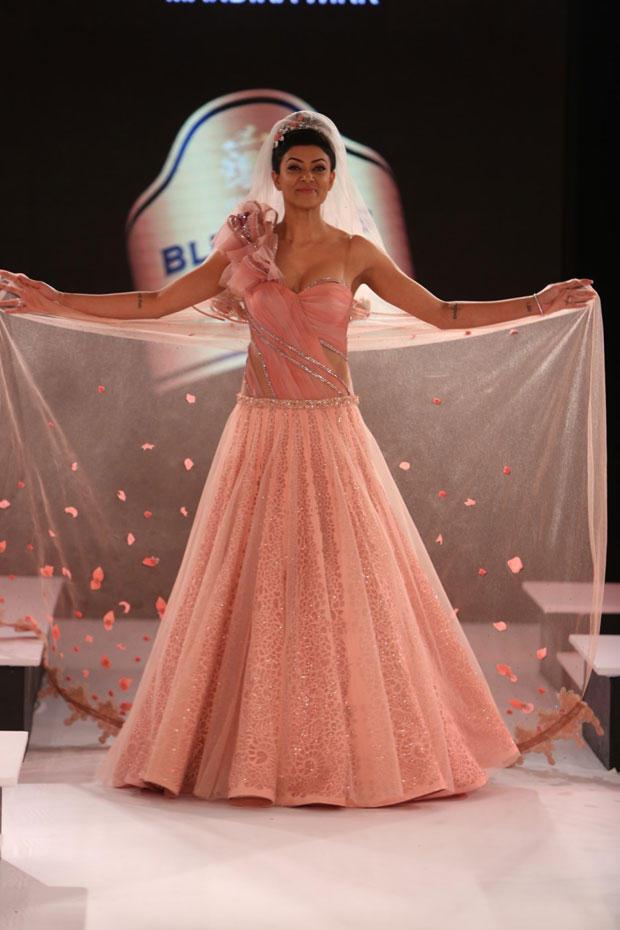 Sushmita Sen Walks On Ramp At The Blenders Pride Fashion Tour 2012
