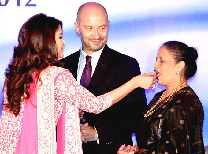 Aishwarya Feeding Cake To Her Mother Vrinda And Francois Looks Towards