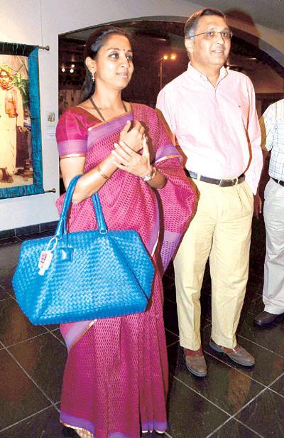 Supriya With Her Husband Sadanand At Devangana Kumar Art Exhibition