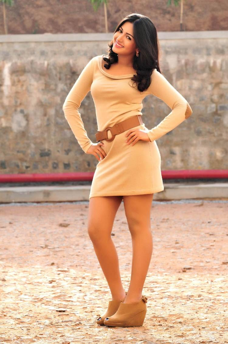 Sanchita Cute Sexy Pose Photo From Movie Chammak Challo