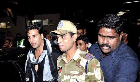Akshay Spotted At The Mumbai International Airport