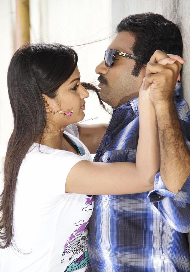 Tarakaratna And Madhavi Romance Still From Chudalani Cheppalani Movie