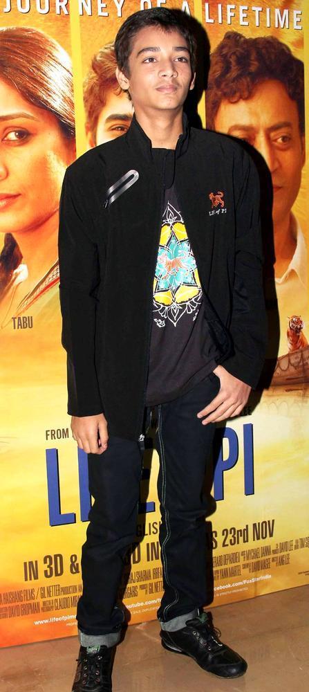 Ayush Tandon Pose For Camera At The Premiere Of Life Of Pi