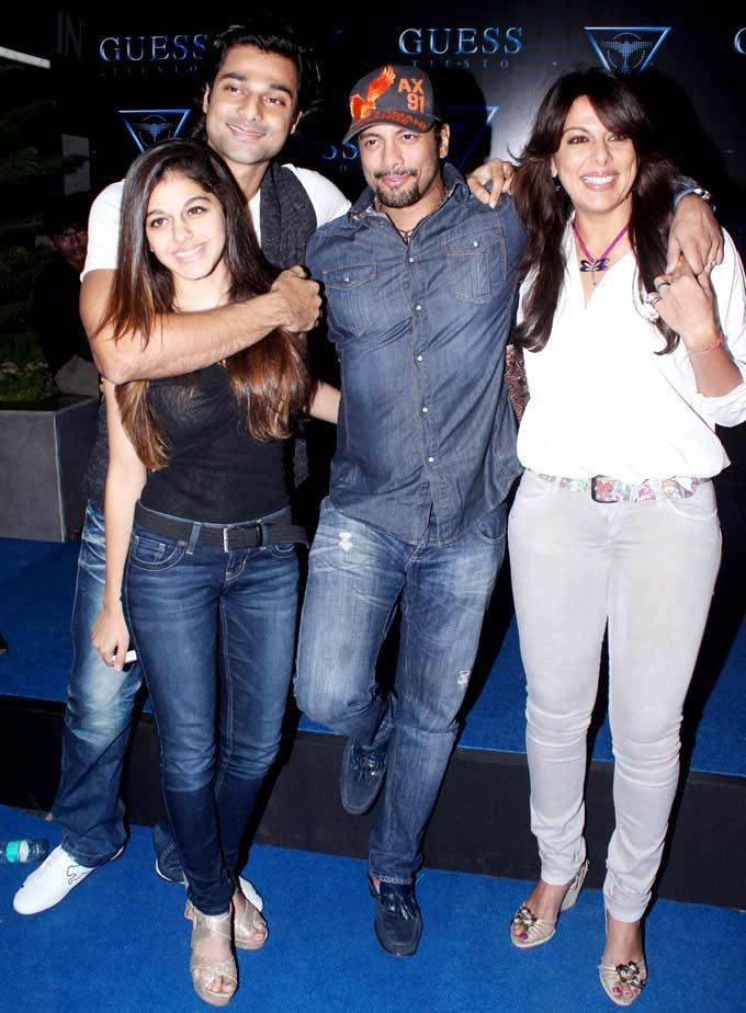 Hanif,Aaliya,Pooja And Aakashdeep Posed For Camera At A Cloth Collection Launch Event