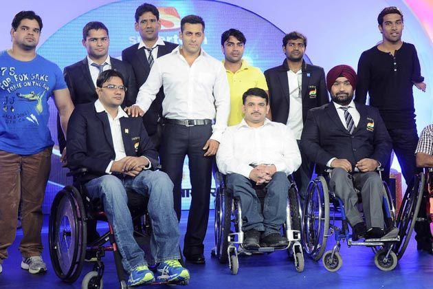 Salman Clicked At IBN 7 Super Idols Award Ceremony