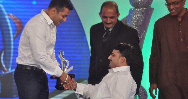 Salman Khan At IBN 7 Super Idols Award Ceremony