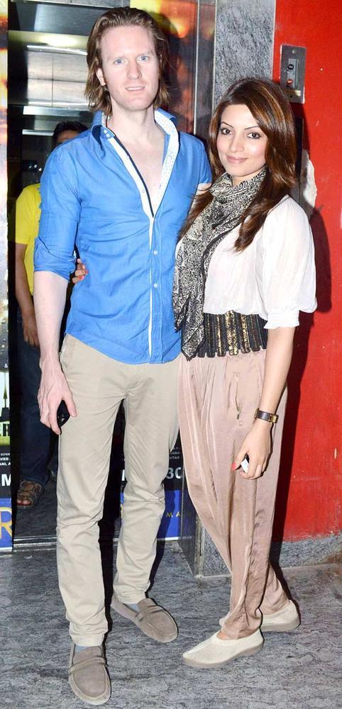 Alex O' Neill And Shama Sikander Posed For Camera At Khiladi 786 Screening