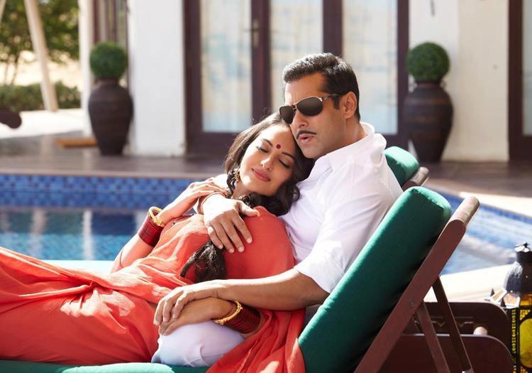 Salman And Sonakshi  Exclusive Photo Still From Movie Dabangg 2