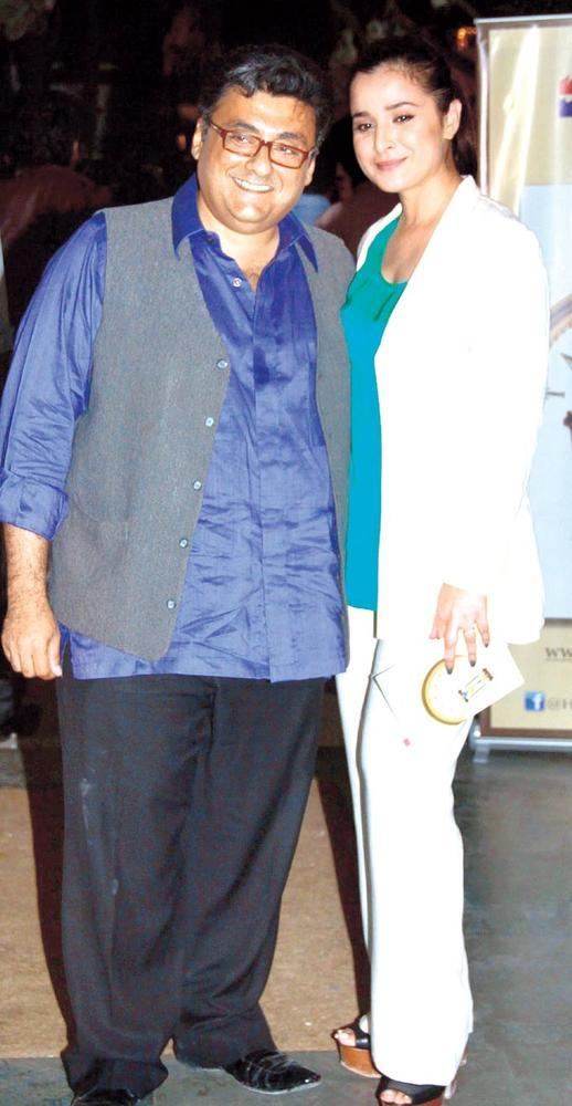 Fahad With Simone Photo Clicked At The Launch Of Sanjay Chopra's New Book