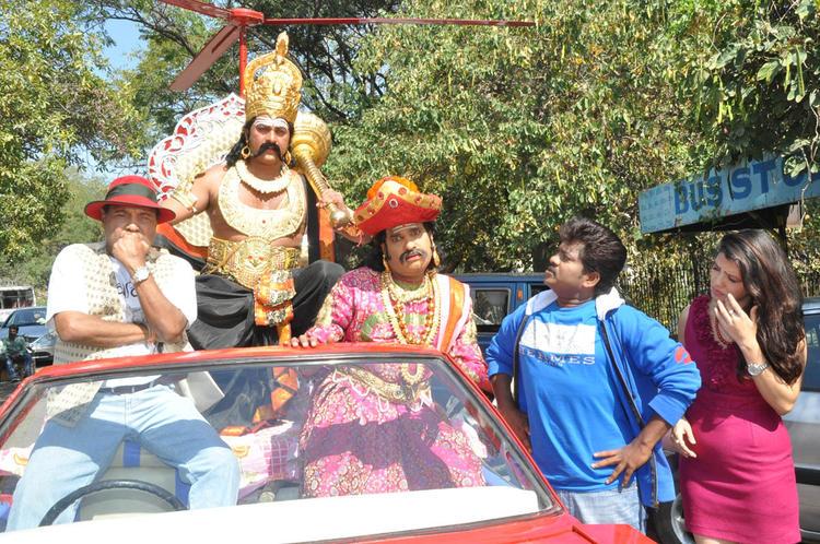 Parinithi Nice Still At Yamudu Vastunnadu Movie Launch