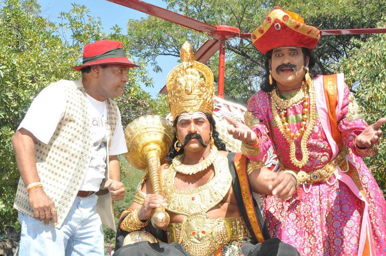 Vinod Kumar At Yamudu Vastunnadu Movie Launch