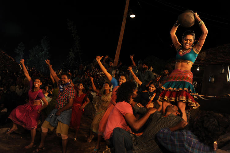 Nathalia Shake Her Legs In Dhalam Item Song