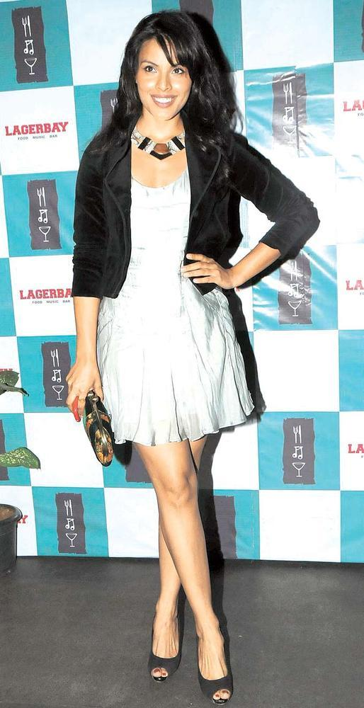 Dipti Gujral Milky Legs Show Sexy Pic At Grace Lagerbay Christmas Bash