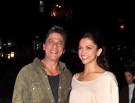 Shahrukh And Deepika Flash Smiling At Zee Cine Awards Press Conference