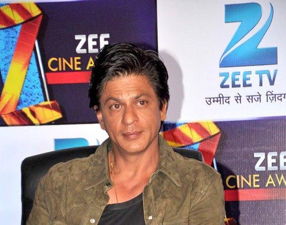 Shahrukh Khan Nice Look Still At Zee Cine Awards Press Conference