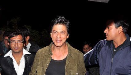 Shahrukh Khan Walks On At Zee Cine Awards Press Conference